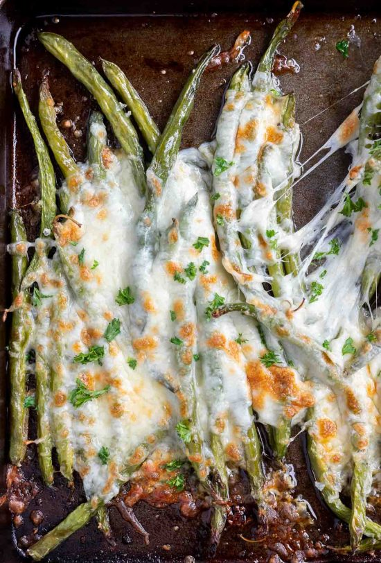 roasted green beans topped with melted mozzarella cheese